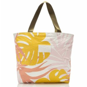 Aloha Day Tripper Tropics Starburst White Front